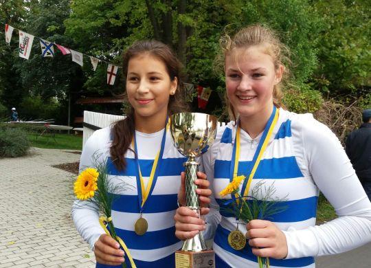 Vicky und Sophie sind stolz auf ihren Landesmeister-Titel